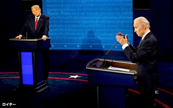 大統領選前の最後の討論会は新型コロナ対策を巡り激しい応酬が繰り広げられた(22日、テネシー州)=ロイター