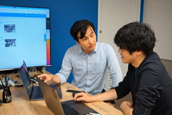 KOSKAの王軒COO(左)は今や会社に欠かせない存在