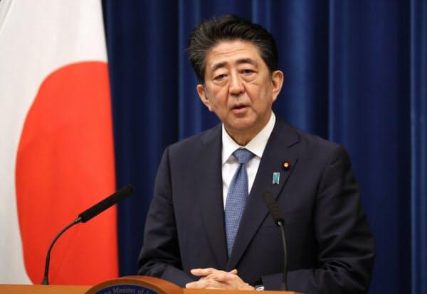 記者会見で辞任の意向を表明する安倍首相(8月28日、首相官邸)