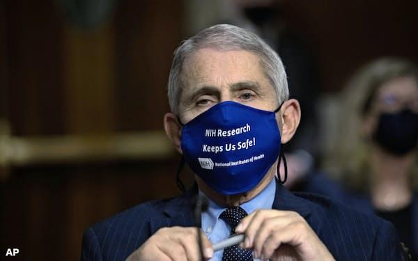 選挙前にトランプ氏と米国立アレルギー感染症研究所のファウチ所長の対立も激化=AP