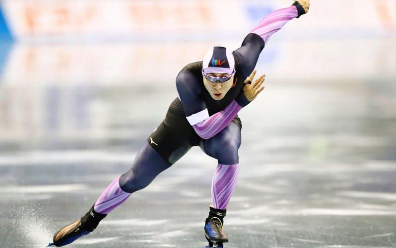 男子1000メートルで優勝した新浜立也(24日、エムウエーブ)=代表撮影・共同