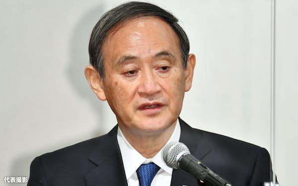 横田滋さんお別れ会であいさつをする菅首相(24日、東京都千代田区)=代表撮影