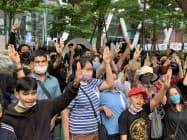 25日、バンコク中心部に集まった反体制デモ隊