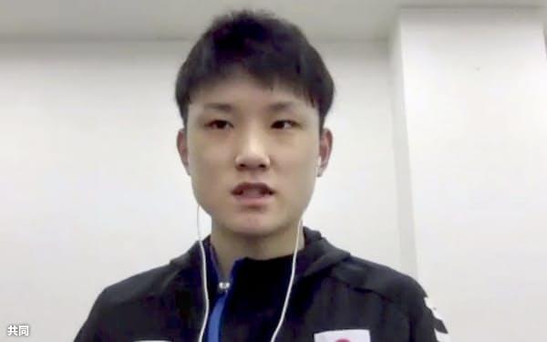 オンラインで取材に応じる卓球男子で東京五輪代表の張本智和(25日)=共同