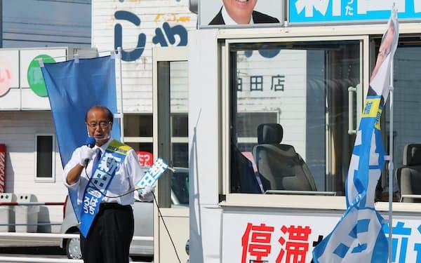 新田氏は選挙戦で「民間の手法で富山県を変える」と訴えた(20日、富山県砺波市)