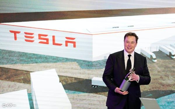 テスラのイーロン・マスク最高経営責任者(CEO)は、EVの電池に使われるリチウムを確保したいと考え、ネバダ州に精錬所の建設を計画している=ロイター