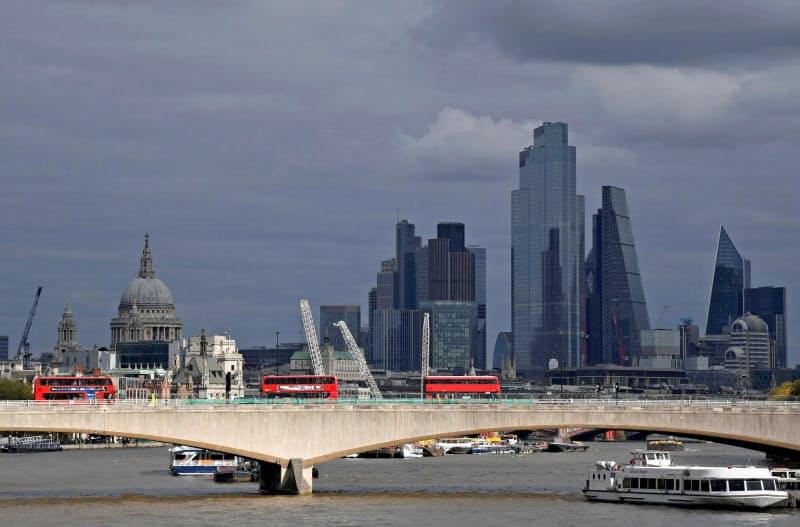法務や金融などの専門職は英経済や金融機能を支える(ロンドンの金融街シティー)=ロイター