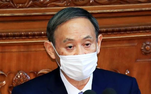 衆院本会議で、所信表明演説をする菅首相(26日)