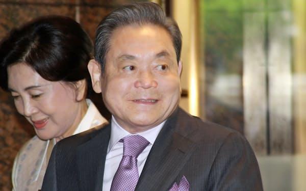 サムスン電子の李健熙(イ・ゴンヒ)会長(右)は中興の祖となった