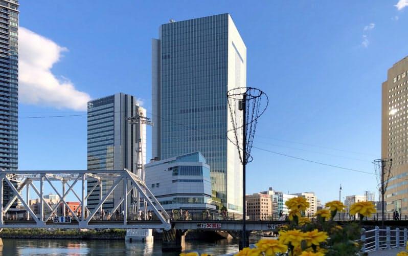 特別自治市をめざす横浜市は今年、新庁舎に移転した(中央)