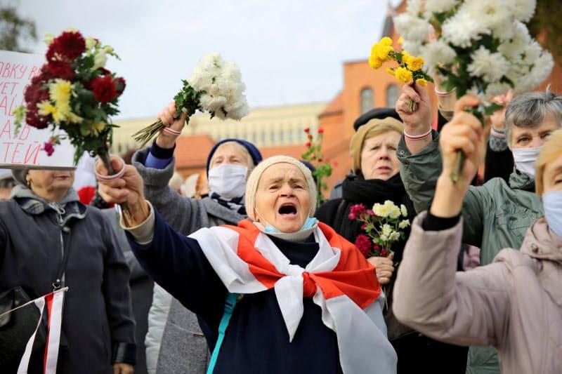 26日、ミンスクでは年金生活者の抗議デモも実施された=ロイター