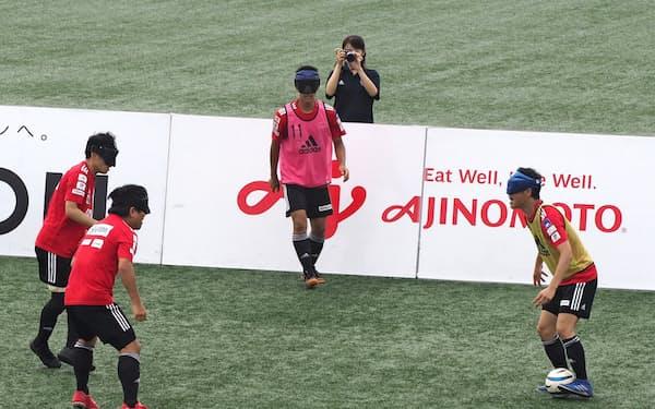 参天製薬はブラインドサッカー日本代表のスポンサーを務めている