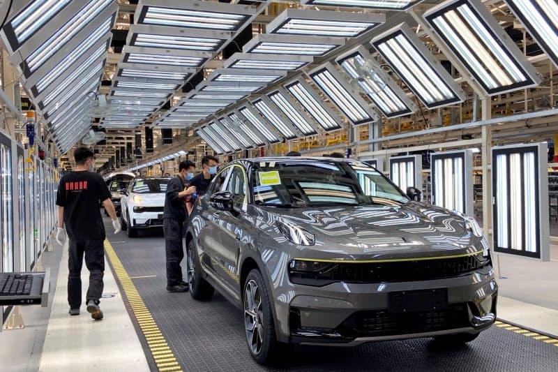 中国の経済はいち早く回復軌道に乗った(浙江省寧波市の自動車工場)=ロイター