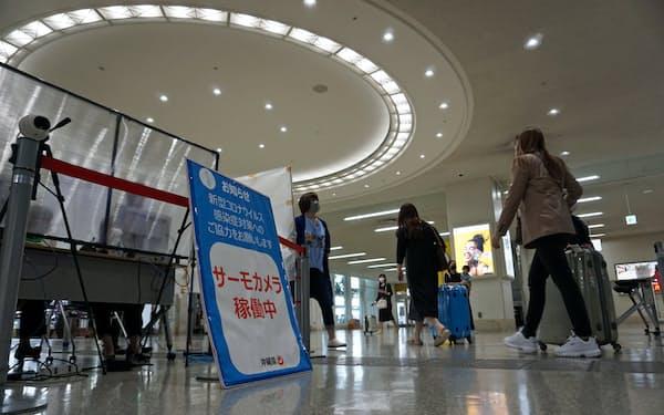 那覇空港では入域客の体温をサーモグラフィーで確認(那覇市)