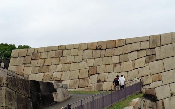明暦の大火後にこの天守台だけ再建された(東京・千代田区の皇居東御苑)