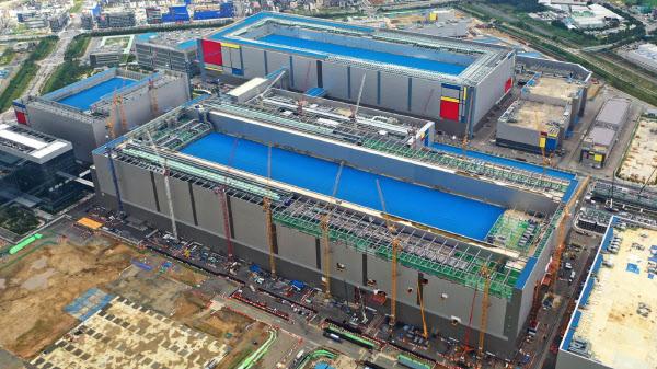 サムスンは年間2兆円という巨額の半導体投資で競合他社を圧倒している(世界最大となる平沢工場)