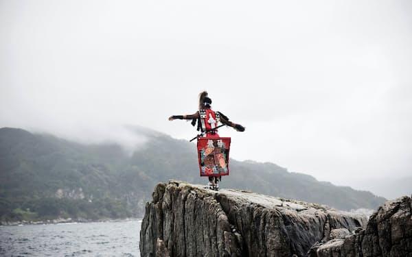 第4回入江泰吉記念写真賞受賞作、岩波友紀さんの「紡ぎ音」の一枚