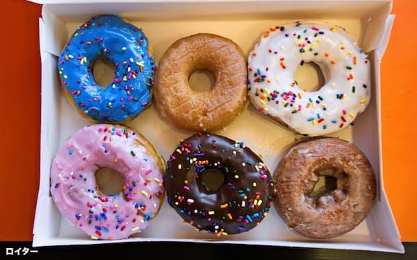 ドーナツには砂糖やチョコレートがたっぷり(9月、カリフォルニア州のダンキンの店舗)=ロイター
