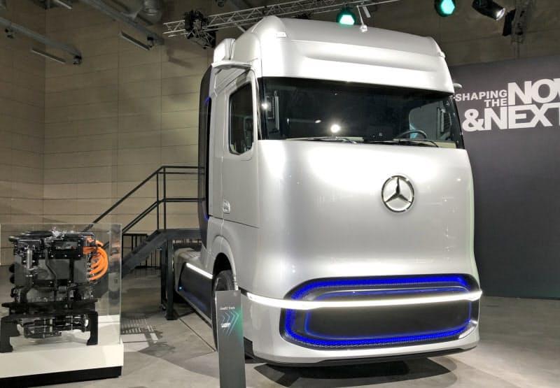 ダイムラーは自動運転技術の開発をトラックに先行させる(写真は燃料電池トラックのコンセプト車)