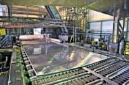 新型コロナウイルス感染拡大などの影響でアルミ圧延品の出荷が減少した(UACJの工場)