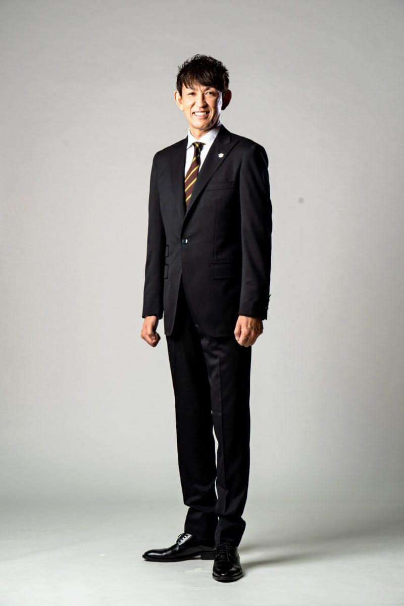 レバンガの公式スーツ(折茂武彦社長)