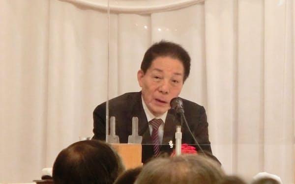 講演する自民党の古賀誠元幹事長(28日、東京・千代田)