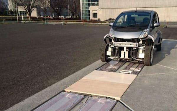 東大は電気自動車(EV)の走行中に給電する
