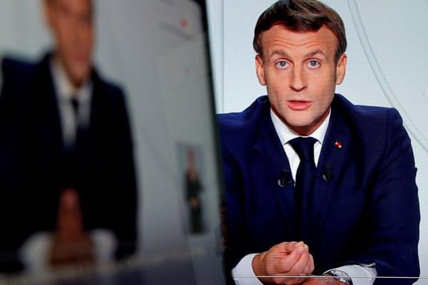 28日、マクロン大統領は仏全土の外出制限を発表した=ロイター