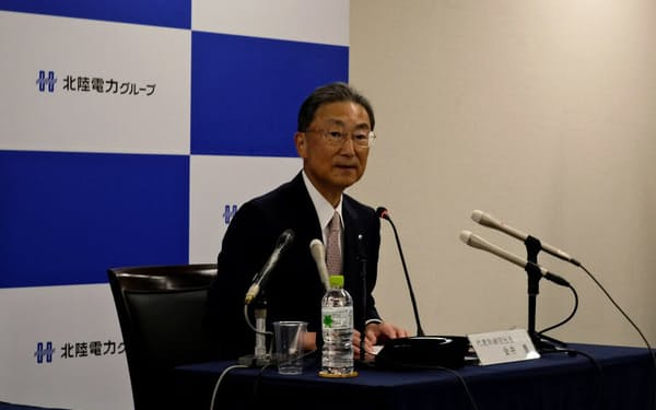 金井社長は政府の温暖化ガス削減目標への対応について「大きな課題」と話した(富山市の北陸電力本社)