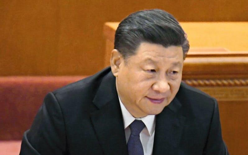 中国の習近平指導部は対米摩擦の長期化をにらみ国内経済の底上げを急ぐ(10月23日、北京の人民大会堂)=共同