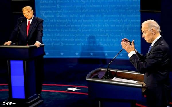 最後のテレビ討論会で民主党のバイデン氏(右)と共和党のトランプ大統領はぶつかった(10月22日)=ロイター