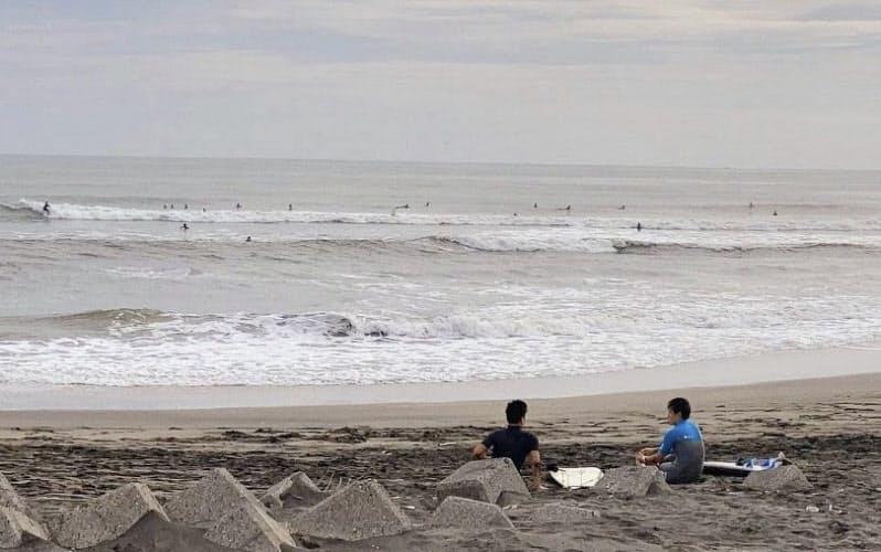 東京五輪でサーフィン会場となる千葉県一宮町の釣ケ崎海岸。延期されていたジャパンオープンが31日から行われる=共同