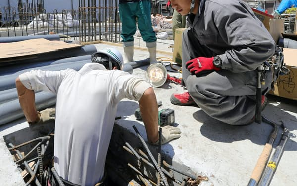 建設現場で働くベトナム人技能実習生