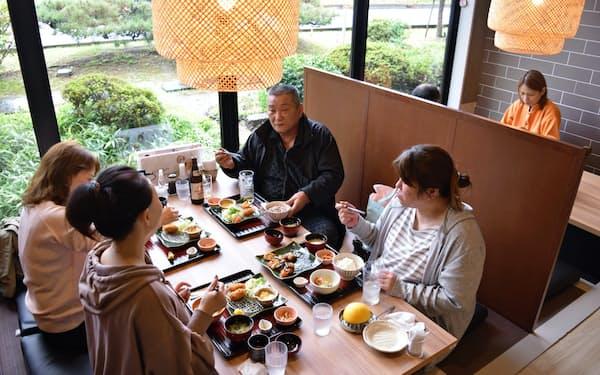 オープンした「大戸屋湯吉郎店」(23日、愛知県清須市)