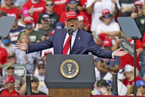 演説するトランプ米大統領(29日、米フロリダ州)=AP