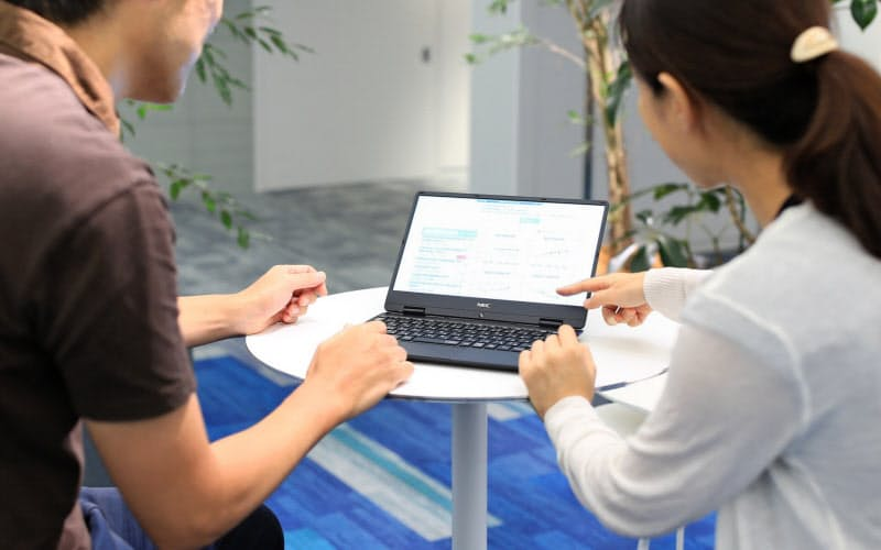 NECでは独自システムを活用して従業員の健康管理に生かしている
