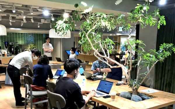 ダイキン工業の実証実験が進む東京・丸の内のシェアオフィス。AIが個人にあった温度と湿度を実現する