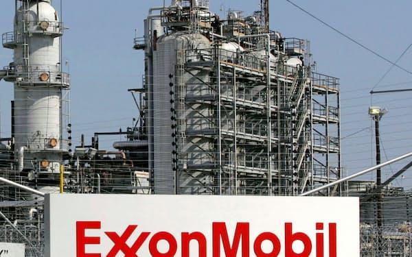 エクソンモービルは3四半期連続で最終赤字となった(テキサス州の製油所)=ロイター