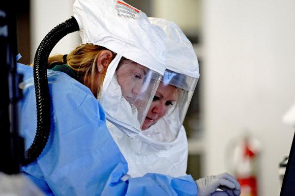 米国の10月30日の1日当たり新規感染者数は9万9千人を超え、過去最多となった=ロイター