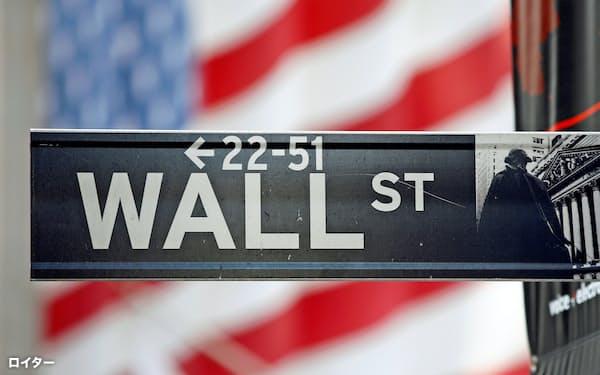 金融機関は規制強化に身構えている=ロイター