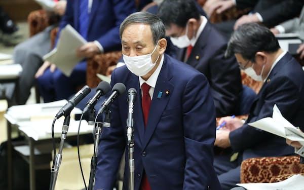 衆院予算委で立憲民主・枝野代表の質問に答える菅首相(4日)
