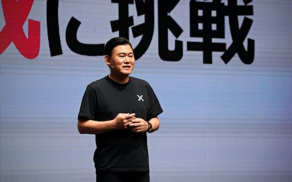楽天モバイルの三木谷浩史会長は4日、契約の事務手数料などを無料にし、オンラインで手続きを完結すると公表した