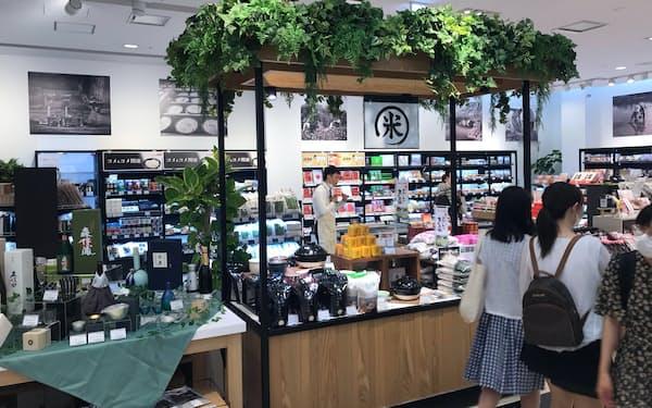 ラオックスは日本人客を狙い、食品に力を入れた新業態を開いた(大阪市)