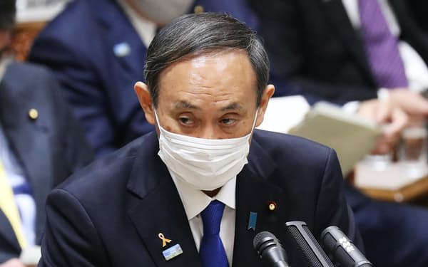 政策や日本学術会議問題を巡る質問には、感情を抑えて短く答える「守り」の姿勢が目立った菅首相の答弁(5日午前、参院予算委)