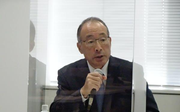 新サービス「WOWOWオンデマンド」を発表する田中晃社長