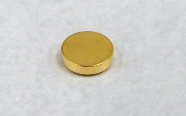マクセルHDのコイン型の全固体電池。ウエアラブルなどでの採用を目指す