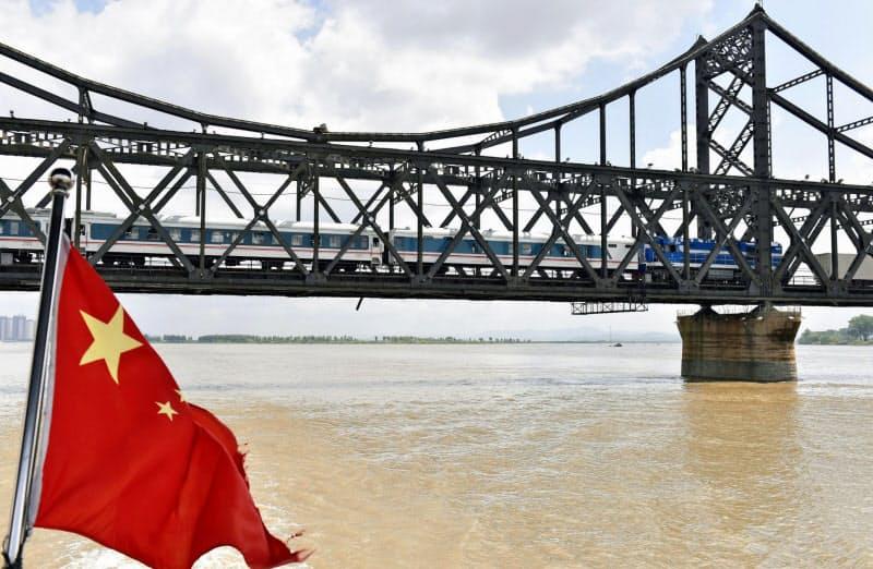中国遼寧省丹東市と北朝鮮を結ぶ橋「中朝友誼橋」(2018年5月)=共同