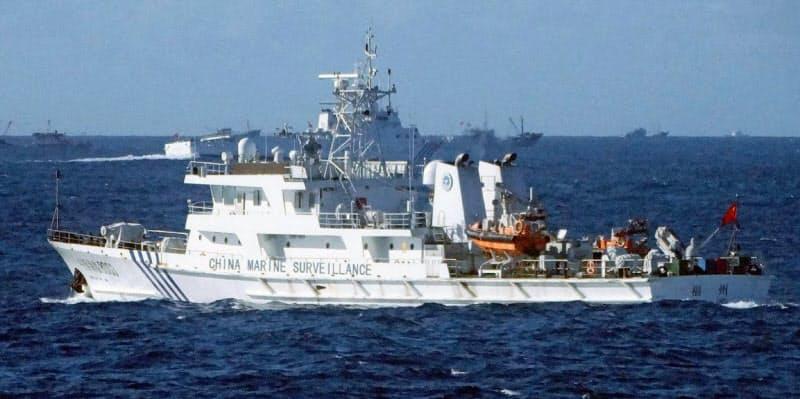 沖縄県・尖閣諸島周辺の接続水域を航行する中国公船(2016年8月)=共同