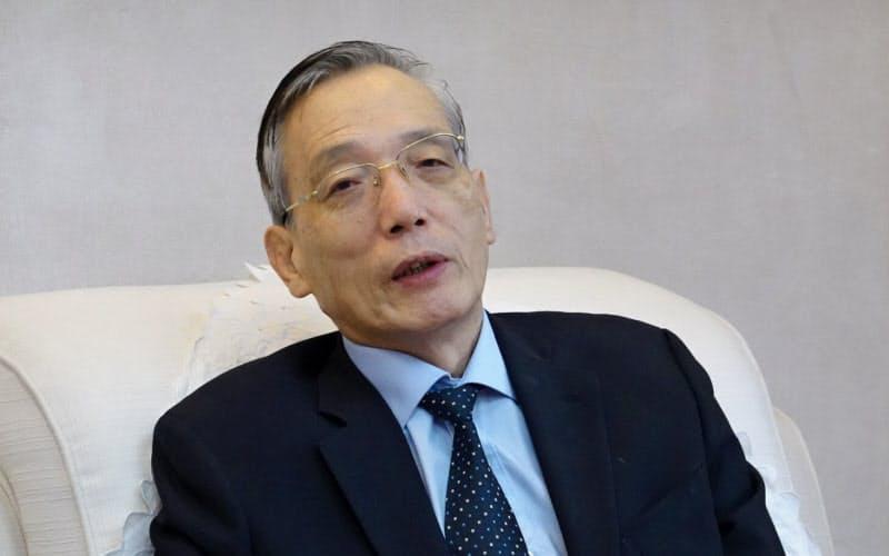リュウ・シージン 中国人民銀行(中央銀行)の金融政策委員も務める。65歳