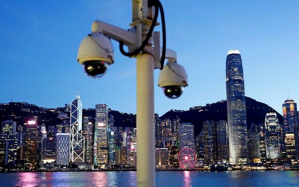 中国はデジタルの力で権威主義を拡大しているが、民主主義にもチャンスはある(香港・ビクトリアハーバー)=ロイター